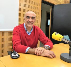 Julio Sánchez abogado autor de la novela el desafío de Dorian entrevistado en la cadena SER  Hoy por Hoy Locos por Valencia